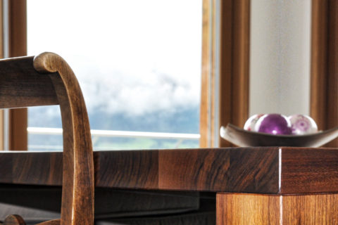 Holztisch aus der Schreinerei Kiebler